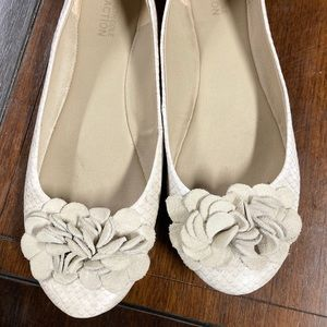Kenneth Cole Reaction flower flats 8.5